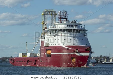 New Bedford, Massachusetts, Usa - April 26, 2018: Geotechnical Drilling Vessel Dina Polaris On Acush