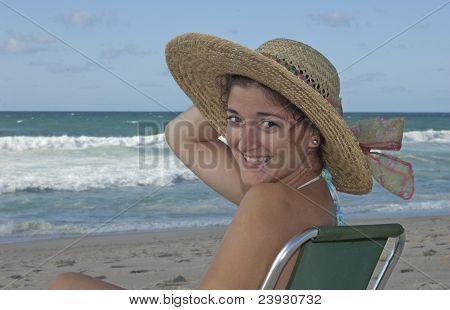 Beautifull young lady catching sun !