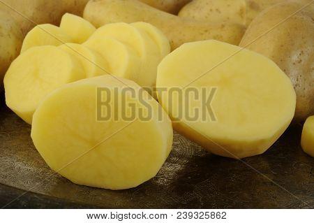 Fresh Organic Potato , Cut Raw Potato Vegetables