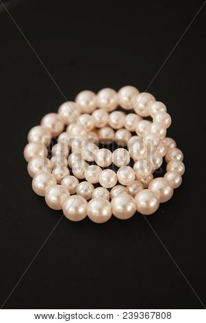 White String Pearls Necklace, Isolated On Black Copy Space Jewellry