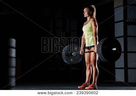 Full Length Portrait Of A Female Fitness Athlete Lifting Heavy Barbell At The Gym Copyspace Bodybuil