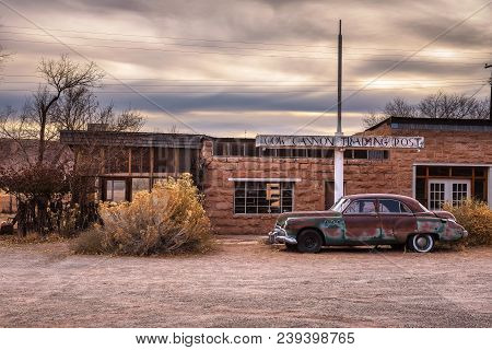 Bluff, Utah, Usa - December 31, 2017 : The 1949 Buick Super Parked In Front Of Cow Canyon Trading Po