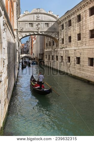 Venice/italy - April 16, 2018: An Undentified People In Gondolas Near Bridge Of Sighs.