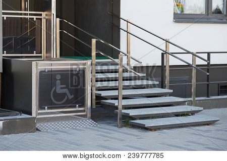 Living House Entrance Equipped With Special Lifting Platform For Wheelchair Users