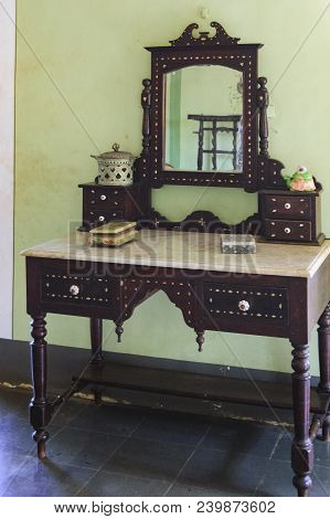 Goa, India - November 16, 2012: Mirror Antique Table Stands At The Wall In The Menezes Braganza Pere