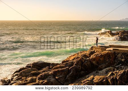 Baiona, Espanha - May 03, 2018 : Waiting For The Sunset By The Sea, Pontevedra, Espanha