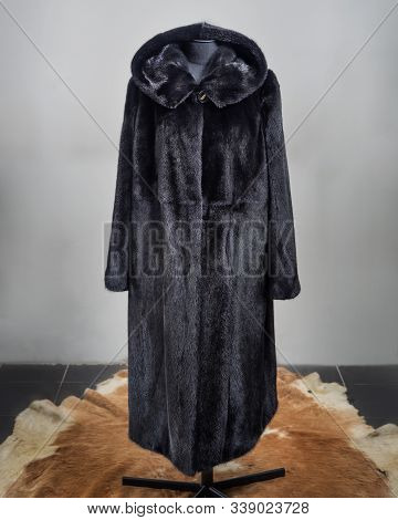 Womens Mink Coat Black Free Cut On The Counter, Red Cowhide