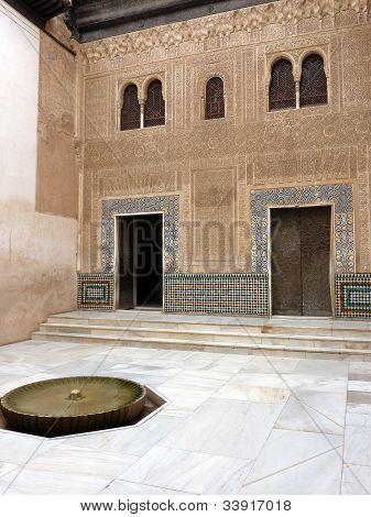 Patio del cuarto dorado, Alhambra of Granada