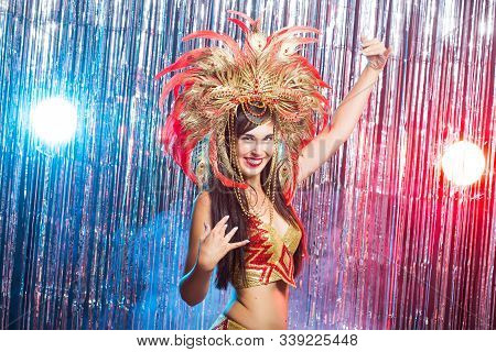 Carnival, Belly Dance And Holiday Concept - Beautiful Female Samba Dancer Wearing Gold Costume And S
