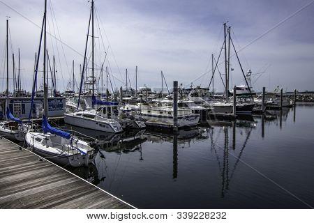 Pensacola, Florida/usa-oct 17, 2019: Palafox Pier And Yacht Harbor Marina In Historic Downtown Pensa