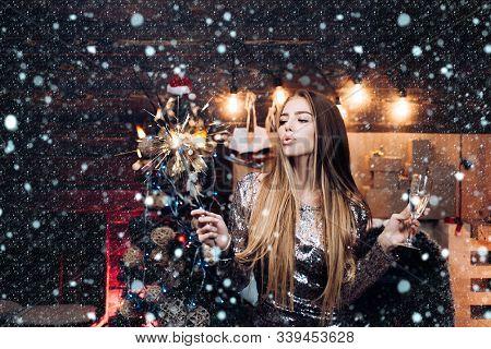 Luxury Celebrations. Beautiful Women Celebrating New Year. Happy Gorgeous Girl In Stylish Sexy Party