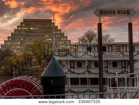 Sacramento, Ca, Dec 12, 2019. View Of The Zigurat Building And  Delta King Riverboat Hotel In The Su