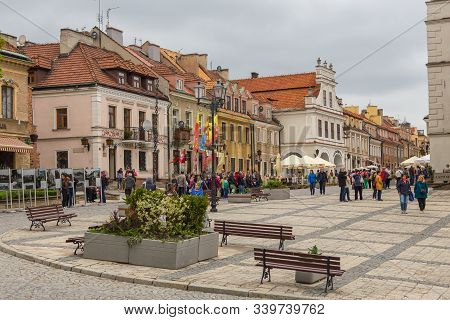 Sandomierz, Poland- 23 May 2015: Bourgeois Tenement Houses Around The Old Town Square Erected From T