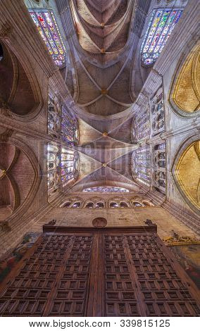 Leon, Spain - June 25th, 2019:  Ceiling Over Main Nave. Interior Of Leon Cathedral, Spain