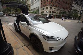 Tesla White Model X P100d All Electric Car On Display At A Tesla Car Dealership, Chicago, Il Septemb