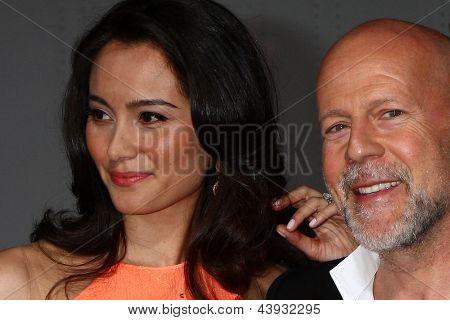 LOS ANGELES - MAR 28:  Emma Heming, Bruce Willis arrives at the