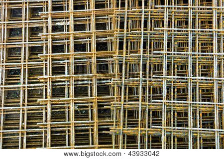 at a construction site steel mesh to reinforce the lie bentonplatten