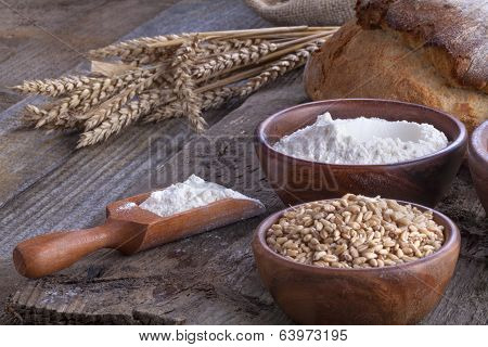 Wheat with flour and bread