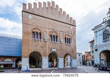 Palace Trecento At Place Signiori In Treviso