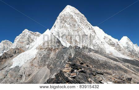 View Of Mount Pumo Ri And Kala Patthar - Way To Everest View Of Mount Pumo Ri And Kala Patthar