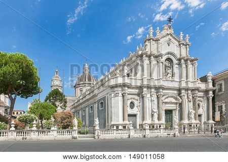 CATANIA, Sicily, ITALY - JUL 25 , 2016: Catania town main square center with the Cathedral of Santa Agatha and a sightseeingbus in Sicily, Italy