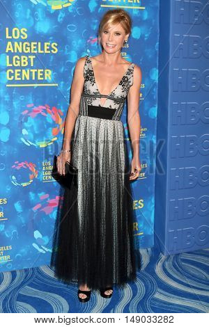 LOS ANGELES - SEP 24:  Julie Bowen at the Los Angeles LGBT Center 47th Anniversary Gala Vanguard Awards at the Pacific Design Center on September 24, 2016 in West Hollywood, CA