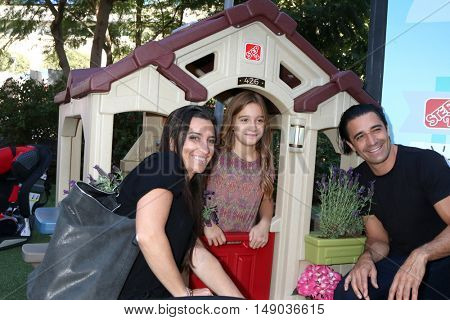 LOS ANGELES - SEP 24:  Carole Marini, Juliana Marini, Gilles Marini at the 5th Annual Red Carpet Safety Awareness Event at the Sony Picture Studios on September 24, 2016 in Culver City, CA