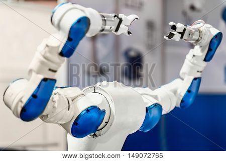 Dual-Arm Robot, color image, horizontal image, selective focus