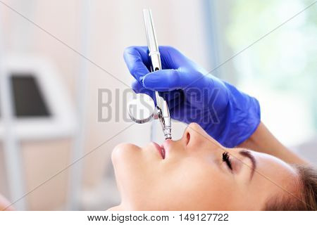 Picture showing lip enlargement in beauty salon