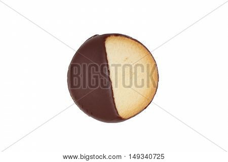 Heidesand cookie with one half covered in dark chocolate frosting