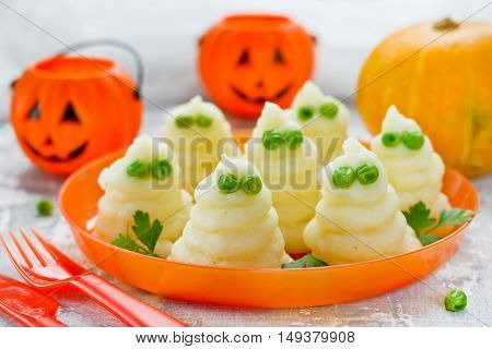 Mashed potatoes ghosts with green peas eyes hot dinner dish for Halloween fun food for kids