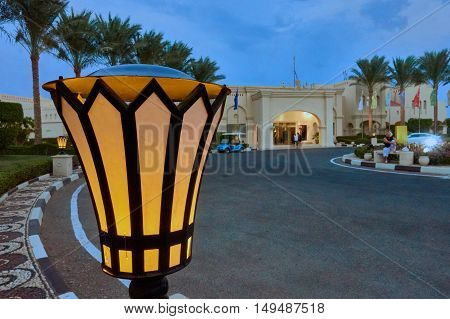 SHARM EL SHEIK, EGYPT - AUGUST 27, 2015: Lamps provide nice scenic light infront of hotel