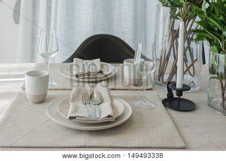 Modern Dinning Room With Black Modern Chair