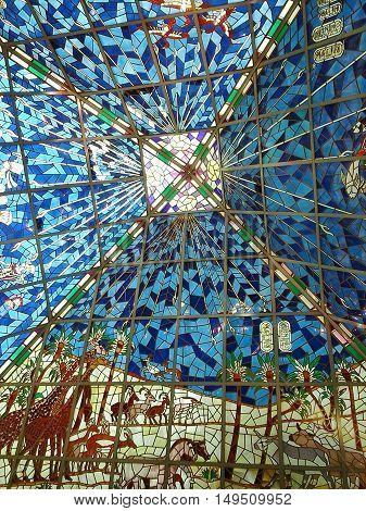 cupula tipo vitreaux de centro de Dubai