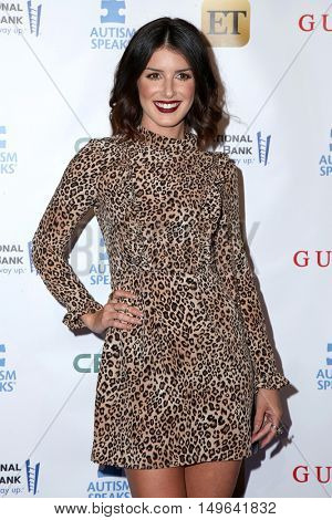 LOS ANGELES - SEP 29:  Shenae Grimes at the Autism Speaks' La Vie En BLUE Fashion Gala at the Warner Brothers Studio on September 29, 2016 in Burbank, CA