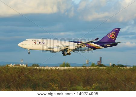 Hs-tga Boeing 747-400 Of Thaiairway.