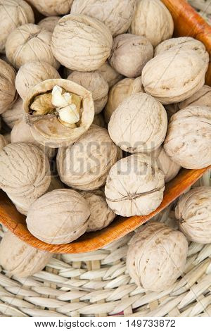 closup of a walnuts in a bowl
