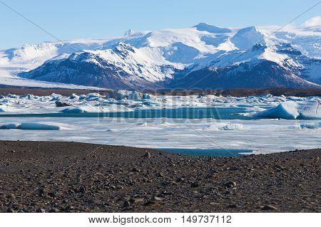 Jokulsarlon lagoon, natural winter landscape view of icelandic glacier lagoon bay, Iceland