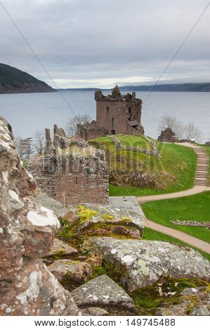 Scottish Highlands: Urquhart castle and Loch Ness