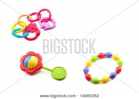 Babyspielzeug auf weißem Hintergrund