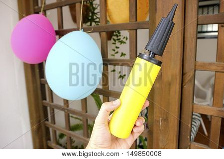balloons pump hand party organize air inflate