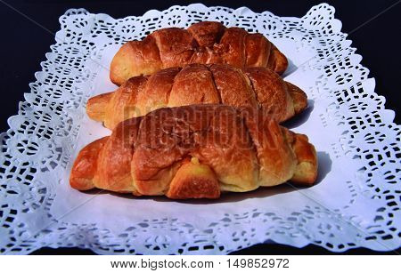 Croissants Weighing three bowl to determine the price of your purchase.