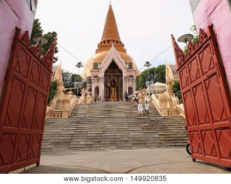 NAKORNPRATHOM,THAILAND-October 1:Pra Pratomjedi,the biggest Jedi in Thailand where is the popular for Thai and foreigner to pray and visit at Nakornprathom on October 1. 2016  in Nakornprathom,Thailand