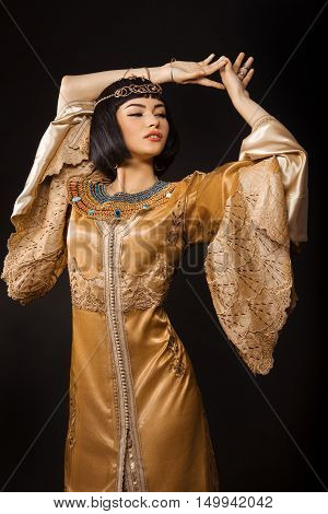 Fashion Stylish Beauty Portrait with Black Short Haircut and Professional Make-Up of Cleopatra. Beautiful Dancer Girl