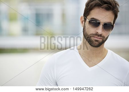 Beard and sunglasses man close up -portrait