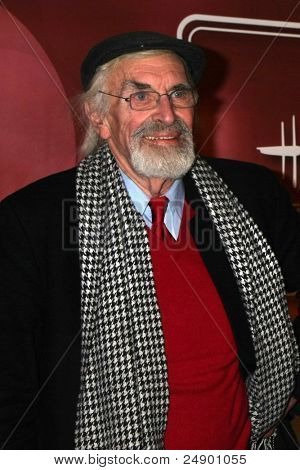 LOS ANGELES - NOV 3:  Martin Landau arrives at the