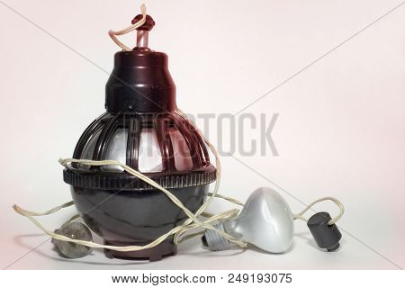 Lighting Device Previously Used In Photo Labs For Photo Printing. Equipped With Power Cord And Lamp