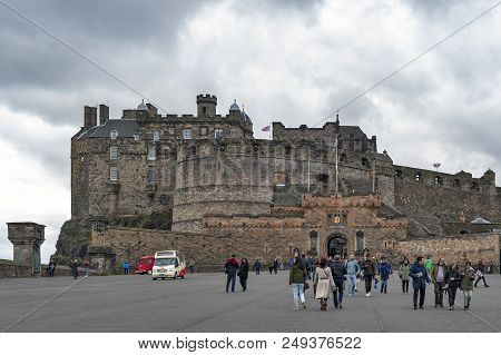 Edinburgh, Scotland - April 2018: Tourists Walking At The Esplanade In Front Of Gatehouse, The Main