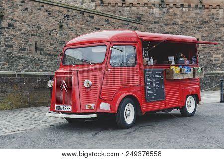 Edinburgh, Scotland - April 2018: Beverage And Snacks Vending Van At The Esplanade In Front Of Gateh