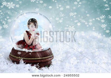 Mädchen In Schneekugel